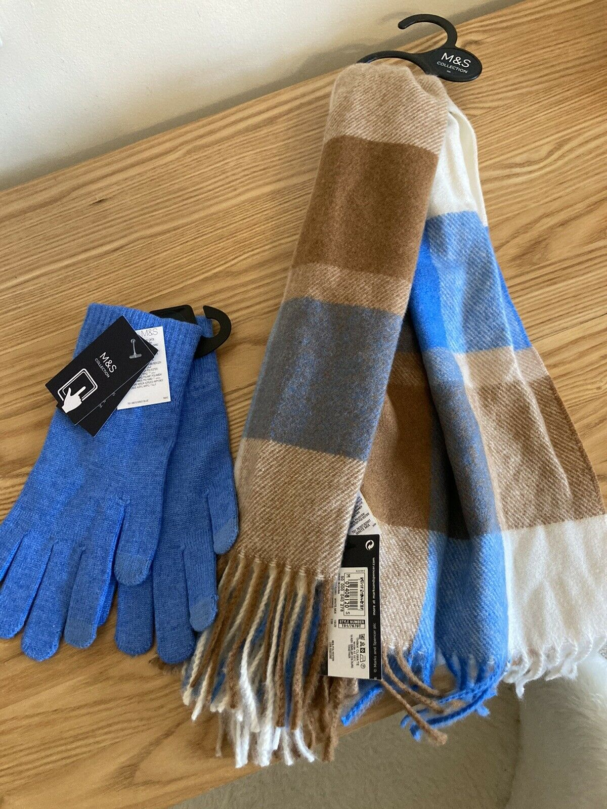 Womens M&S Brand New Blue Gloves And Blue White Mix Check Scarf Set