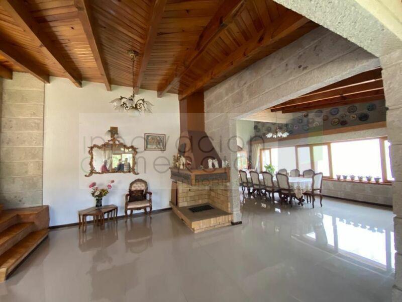 Jurica, en venta casa con alberca y salón de usos múltiples