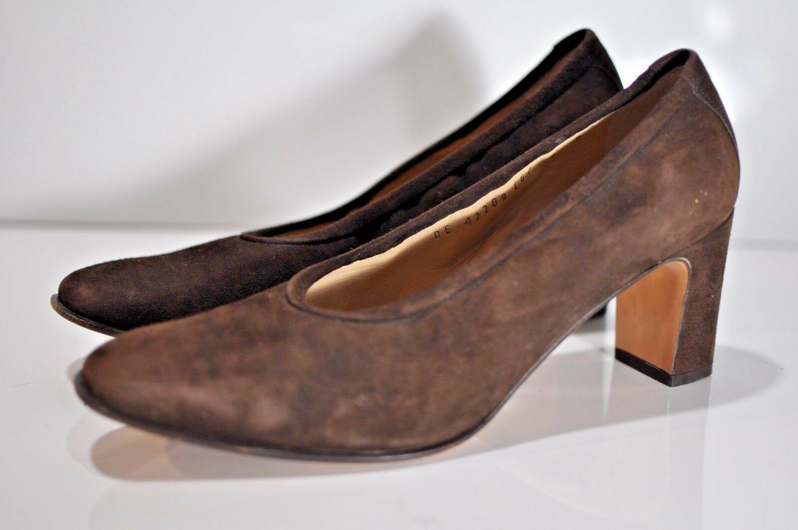 Salvatore Ferragamo Womens suede leather heels size 9 B made in