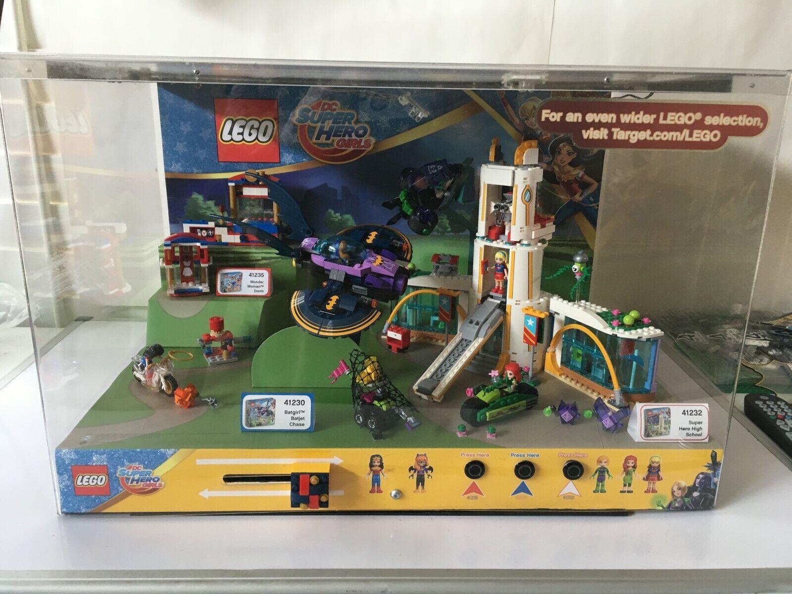 Lego DC Super Heros Girls Store Display sets 41230, 41232,  41235 Wonder femme  magasin d'usine