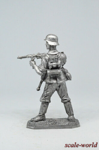 Tin soldier figure 1944-45 54 mm German infantryman with MP-40