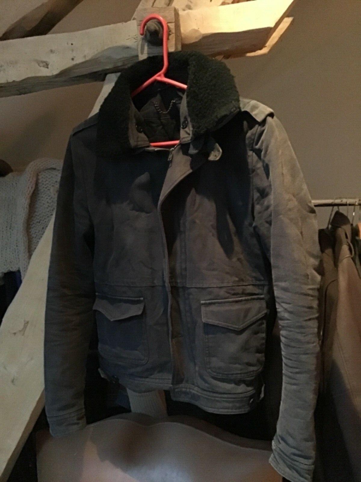Superbe veste Sandro usée size S