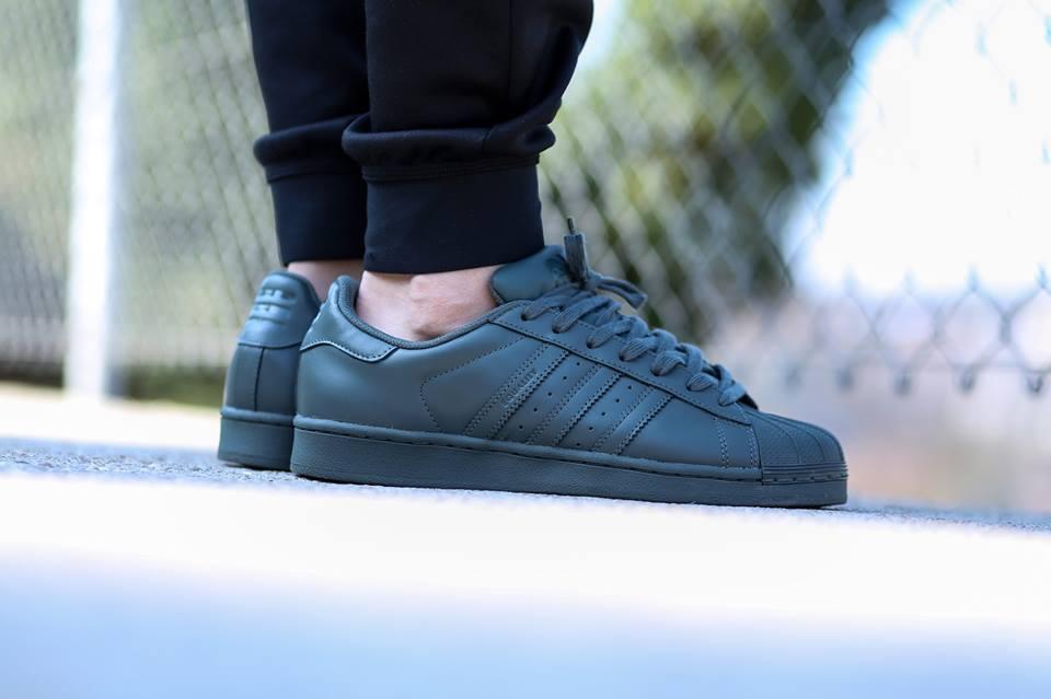 Adidas supercolor urban peak confezioni da 7 7 da a 10 pharrell williams s41823 grey gray pw 9fe24b