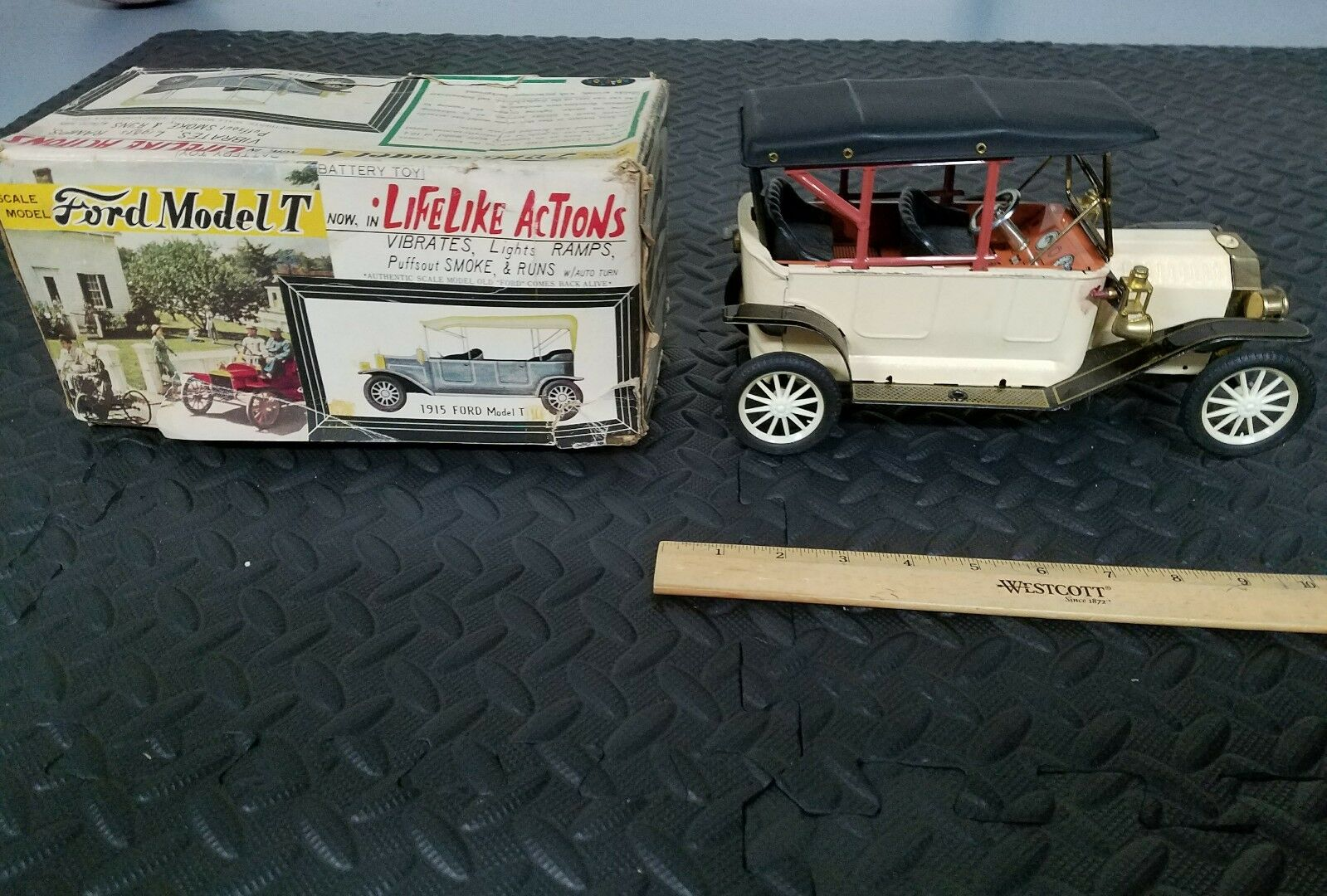 Kraftoy made in japan vtg Ford Model T battery operate tin toy w Box tin toy lot