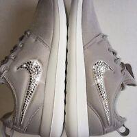 NIKE ROSHE RUN (ATOMIC PINK/METALLIC SILVER) Sneaker