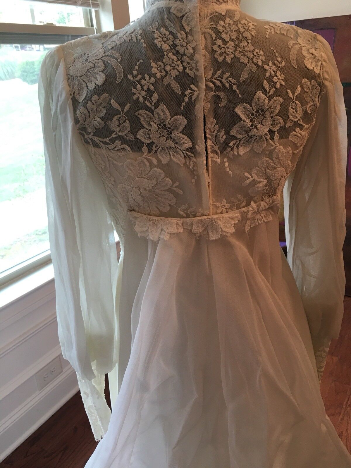 Wedding Dress Gown Complete with Lace, Veil And V… - image 9