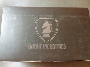 Knight-Rider-KITT-K-I-T-T-mit-Licht-amp-Soundmodul-Hot-Wheels-Elite-BCK00-1-18