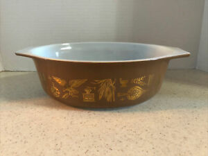 PYREX 043  1 1/2 QT. EARLY AMERICANA BROWN / GOLD CASSEROLE DISH