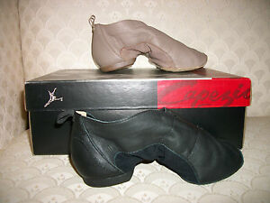 Capezio Jazz Shoe Ion Tan Black PP01 Leather Suede Sole New In Box