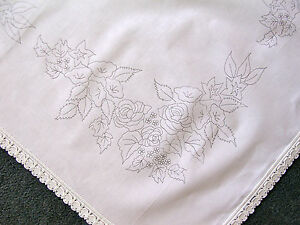 Printed-tablecloth-to-embroider-Flowers-in-a-Manger-lace-edge-100-cotton-CSOO48