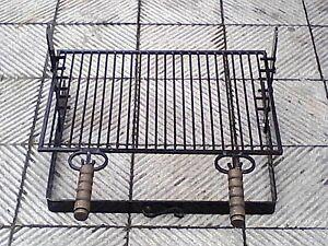Griglia per barbecue in ferro battuto con manici in legno for Griglia per barbecue bricoman