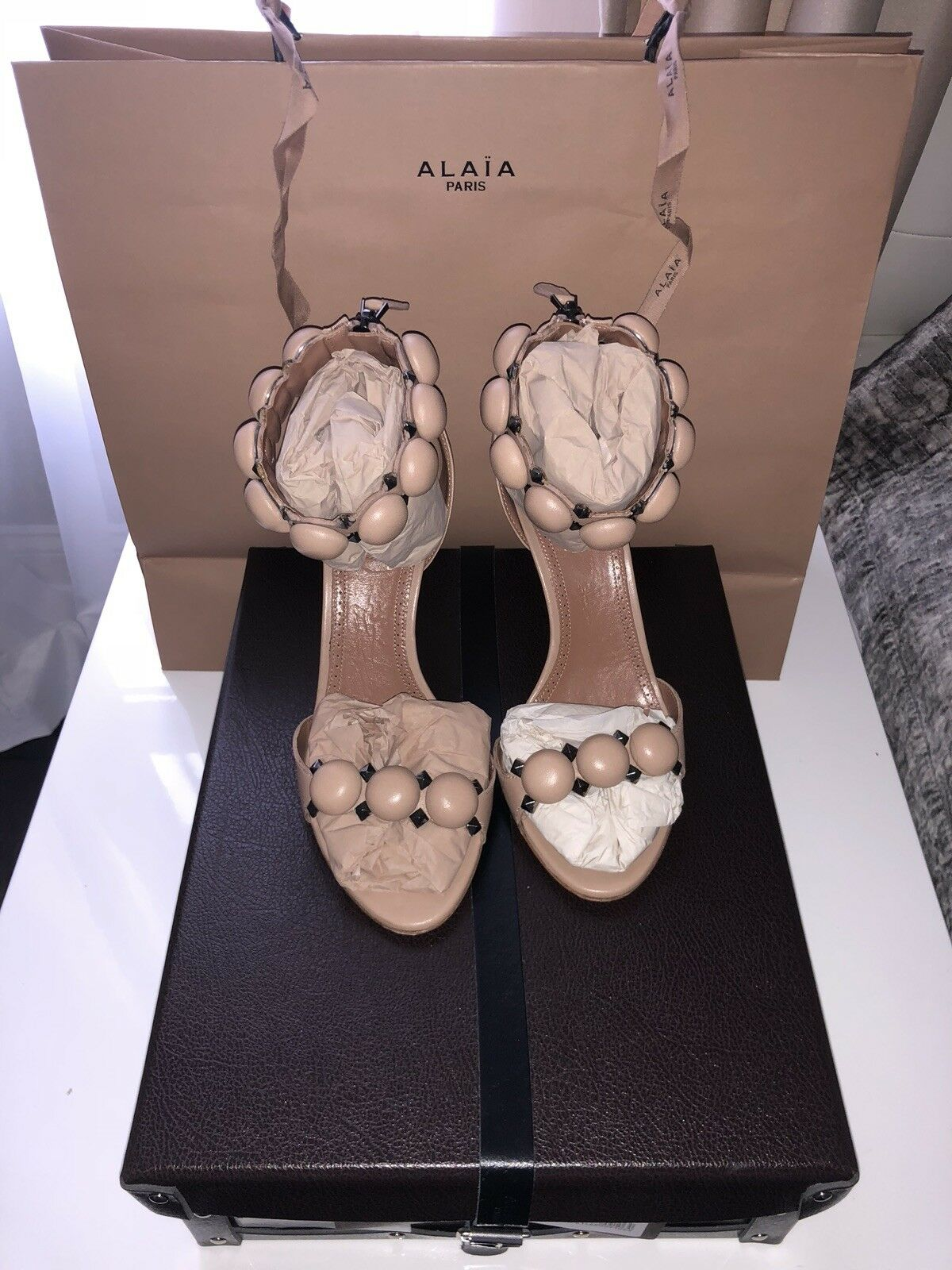 100% AUTHENTIC AZZEDINE ALAIA NUDE STUDDED BOMBE LEATHER SANDALS Size37.5