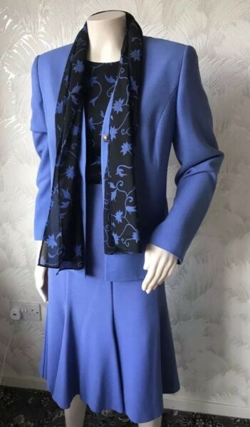 1990s Vintage Taglia 14 Debenhams Classics Tailleur Gonna Blu Camicetta Sciarpa Vestito Set Elevato Standard Di Qualità E Igiene
