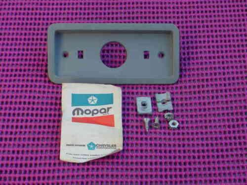 NOS MoPar 1970 1971 70V Valiant Duster Side Marker Lamp Housing w//Screws 3403759