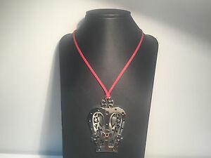 Nuevo-Collar-Necklace-REBECCA-Cordon-Rojo-Colgante-Corona-de-Acero