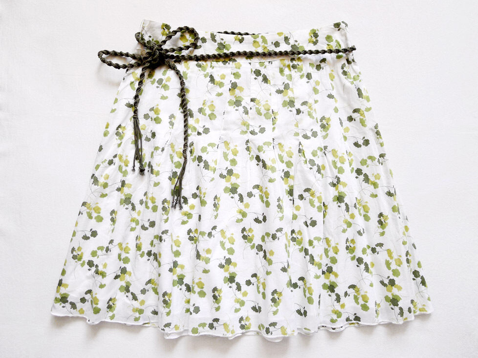 NEW WITH TAG AMERICAN EAGLE Pleated Tie Waist Floral Skirt Size 2 (29  x 21 )
