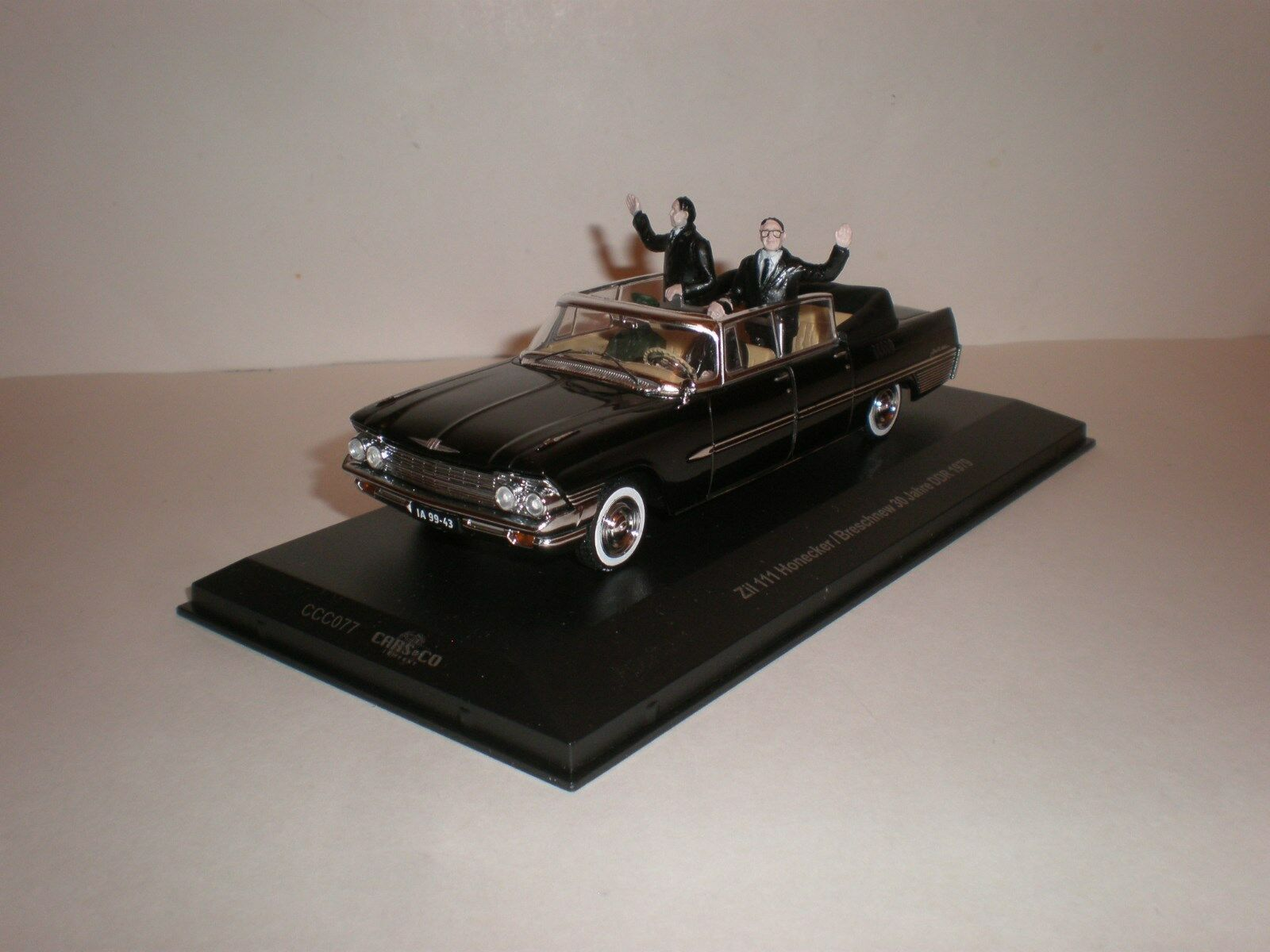 1 43 ZIL-111 Cabriolet with figurines Brezhnev and Honaker   IST IXO
