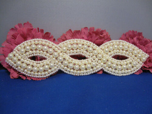 8X2 INCH WHITE PEARLED INFINITY BEADED APPLIQUE 2210-WD