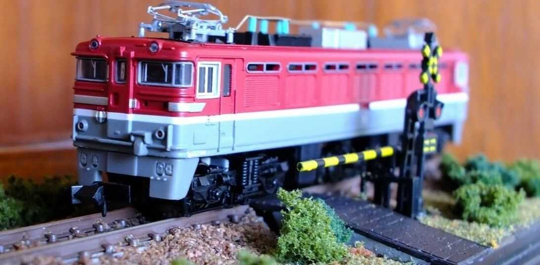 Micro Ace A9215 N-Gauge JNR Class ED76-551 locomotive in rot grau livery