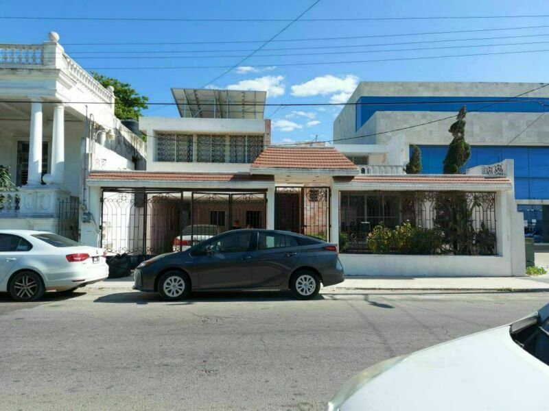 RENTA CASONA EN EL CENTRO DE PROGRESO A 3 ESQUINAS DEL MALECON