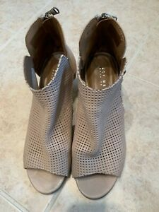 JOY WENDEL Sz 9 M leather peep toe tan ankle boots. Made in Italy. Pre-owned