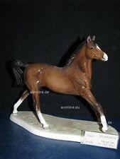 +# A015453_03 Goebel Archivmuster, D. Brindley Pferde, 32-359, Pferd auf Postam.