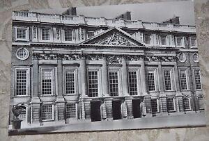 Vintage-B-amp-W-Postcard-Hampton-Court-Palace-East-Front-Christopher-Wren