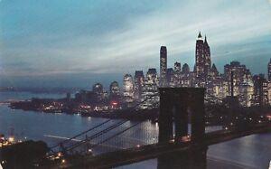 U-New-York-City-NY-Night-View-of-the-Brooklyn-Bridge-and-Lower-Manhattan