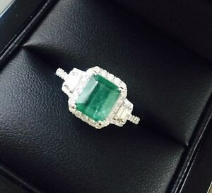 18ct White Gold Stunning Natural Emeralds and Diamonds Estate Ring VS - <span itemprop=availableAtOrFrom>London, London, United Kingdom</span> - 18ct White Gold Stunning Natural Emeralds and Diamonds Estate Ring VS - London, London, United Kingdom