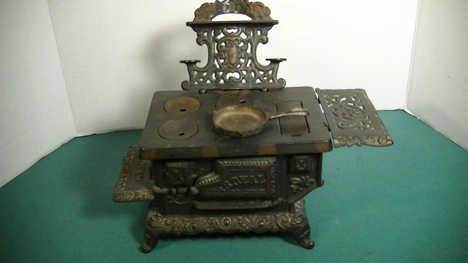 EARLY 20TH C. KENTON  ROYAL  CAST IRON TOY STOVE LOT
