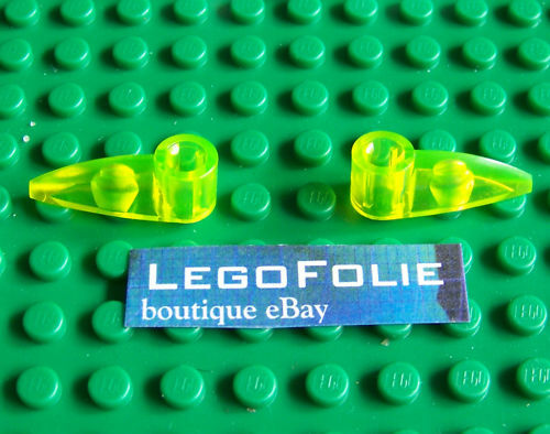 2 x Lego  x346 Bionicle 1 x 3 Tooth with Axle Hole Trans-Neon Green