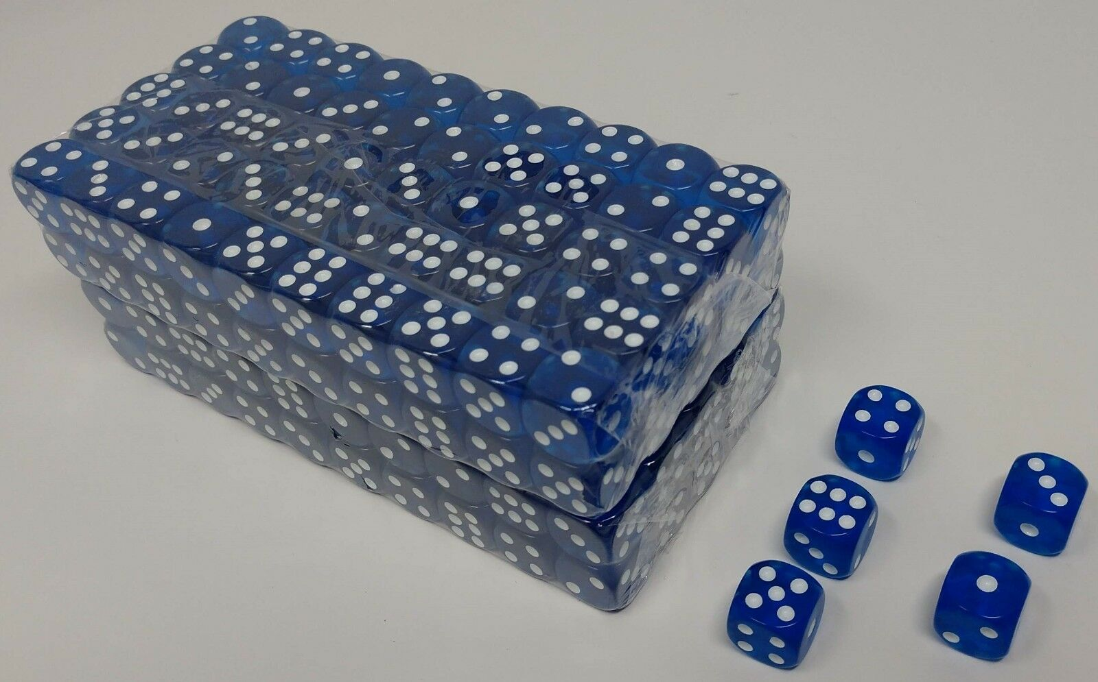 or Green Gaming Dice in Bulk with Rounded Corners Blue DA VINCI 16mm 6 Sided Translucent Red