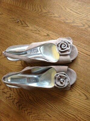 Diseñador beige/taupe Gamuza ESLINGA vuelta zapatos talla 5 Reino Unido BHS