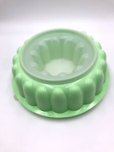 Jello-Mold-Tupperware-1201-1202-1203-Mint-green-with-insert-lid-Vtg-Vintage