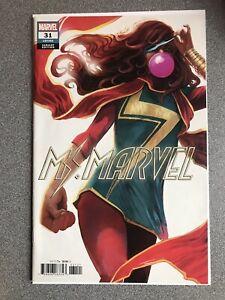 Ms-Marvel-31-Hans-Variant-Marvel-Skunk-Girl-VF