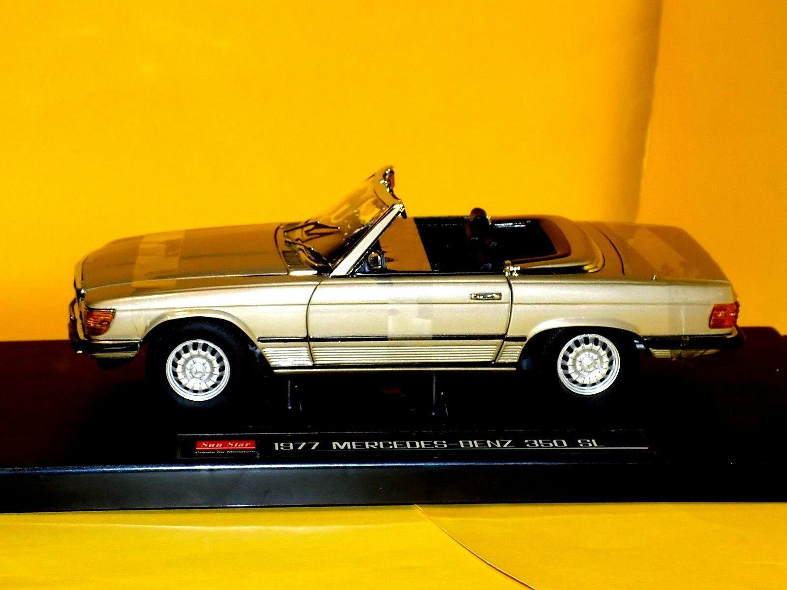 Mercedes Benz  MB 350 SL  OPEN CONgreenIBLE  gold 1977  SUN STAR 4595 1 18