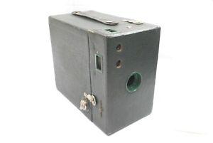 Kodak-Rainbow-Hawk-eye-No-2A-Model-B-Box-camera-in-Green-Finish-uncommon