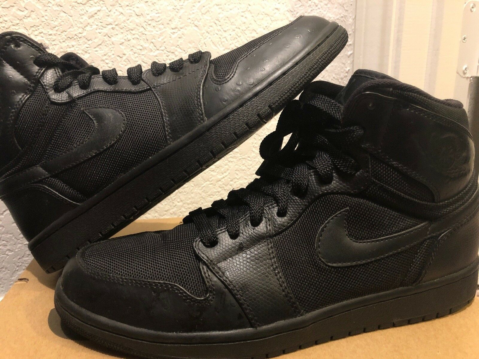 Nike Air Jordan 1 SIze 10 Triple Black 332550-002 2008 used Mens