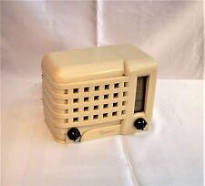 1940's Emerson 540 Bakelite Plaskon Tube Radio. IT WORKS!