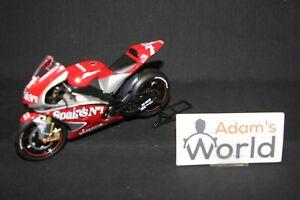IXO-Atlas-Yamaha-YZR-M1-2004-1-12-7-Carlos-Checa-ESP-AK