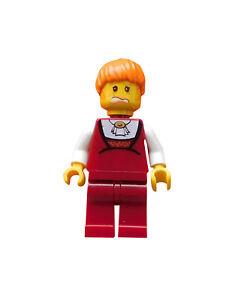 Lego-Studios-Frau-dunkelrote-Beine-orange-Haare-und-Muetze-hrf011-1380