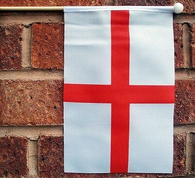 "LEST WE FORGET ROYAL NAVY medium HAND WAVING FLAG 9/""X6/"" 22.5cm x 15cm"