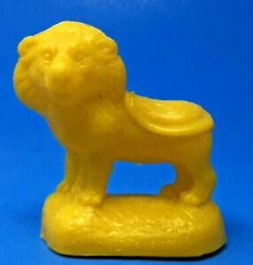 MOLD-A-RAMA-LION-LINCOLN-PARK-ZOO-CHICAGO-ILLINOIS-IN-BRIGHT-YELLOW-M10