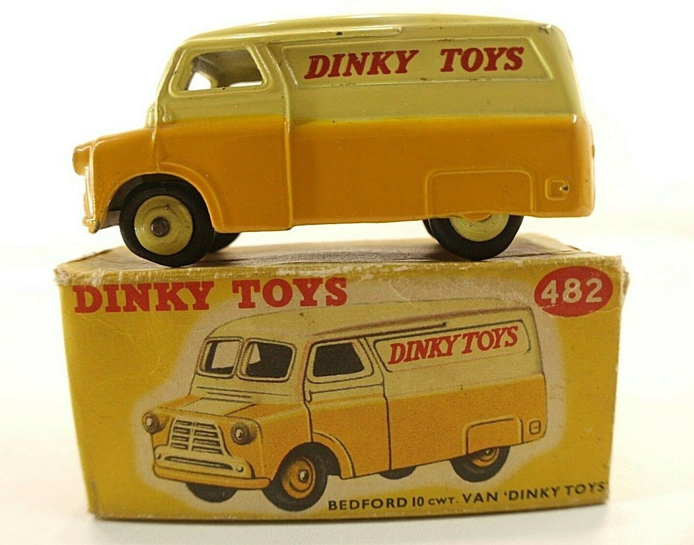 Dinky Toys GB n° 482 fourgon Bedford Dinky Toys en boite