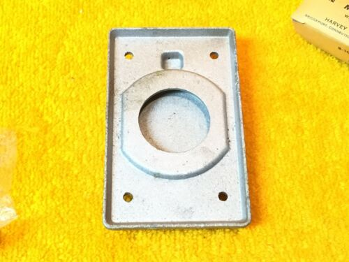 ***NEW*** HUBBELL 7418 SINGLE RECEPTACLE CAST ALUMINUM PLATE WITH LIFT COVER
