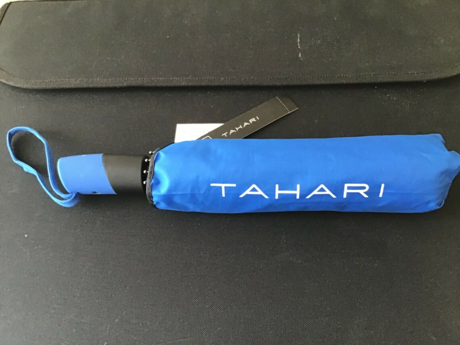 TAHARI UMBRELLA WITH COVER BLUE AUTO OPEN CLOSE RETAIL- 48 NWT