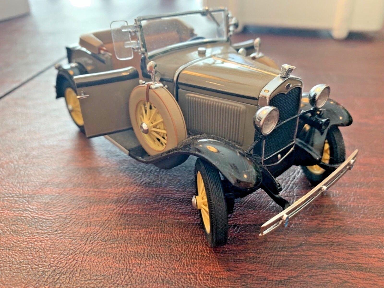 Danbury Mint 1931 1931 1931 Ford Model A Roadster 1 24 Diecast Car 9e2526