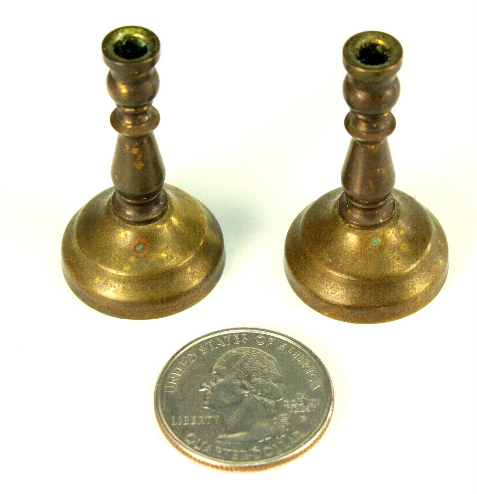 alta calidad  Antigua 19th C. sostenedores sostenedores sostenedores de vela de latón en miniatura casa muñeca Par Candelabros  respuestas rápidas