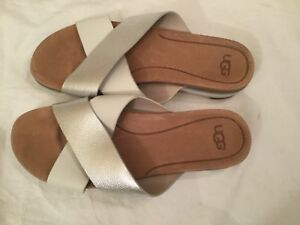 fd7d033f2cd Details about UGG KARI Metallic Silver LEATHER IMPRINT SLIDE SANDALS WOMENS  size 9.5