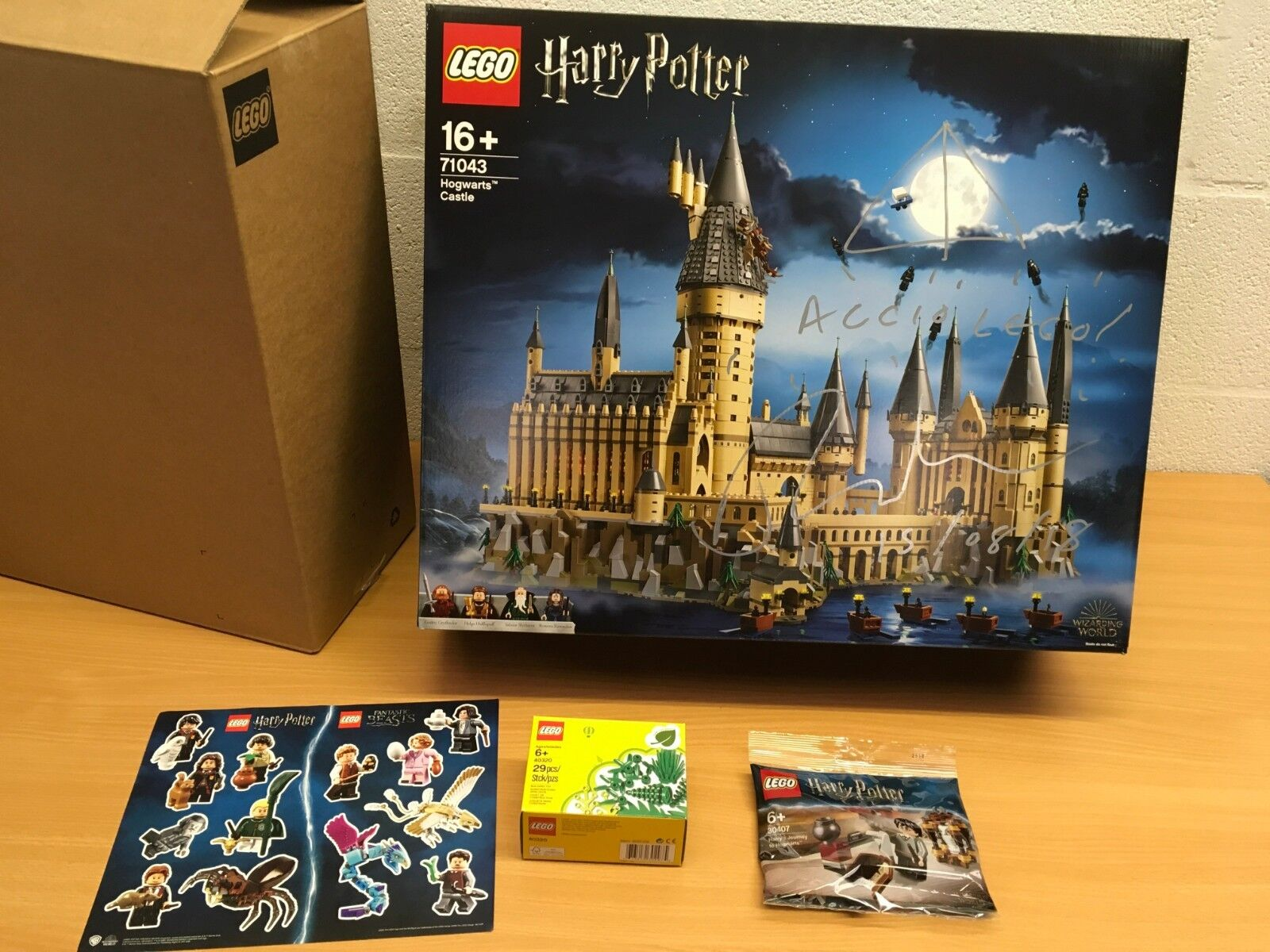 HARRY POTTER LEGO 71043 HOGWARTS CASTLE SIGNED AND EXTRAS VIP RELEASE NEW